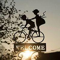 obrazek, dwoje dzieci na rowerze